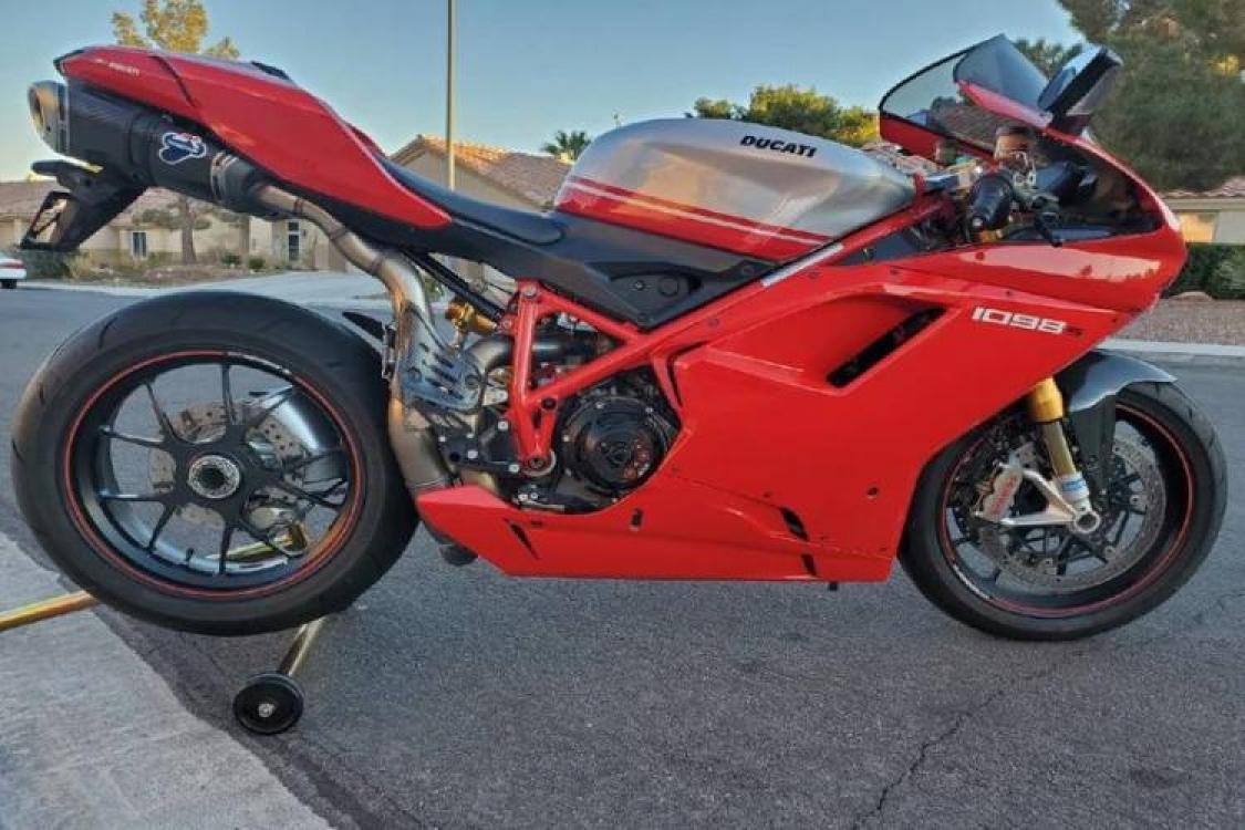 2008 Red Ducati 1099 S S (ZDM1XBEW18B) with an 1,098 cc L twin engine, Six-Speed Dry Clutch transmission, located at 6855 Stone Dr, Las Vegas, NV, 89110, (832) 726-6080, 36.171677, -115.022240 - Photo #2